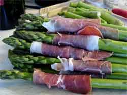 Proscuitto around asparagus